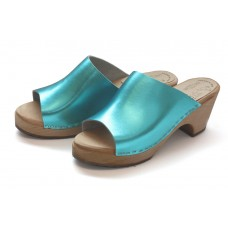 High heel slip-in clogs in metallic color