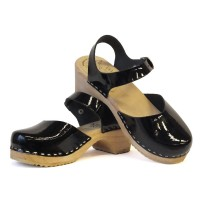 Lacquer low heel classic sandals