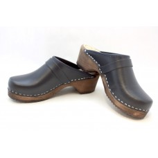 Textured leather children clogs