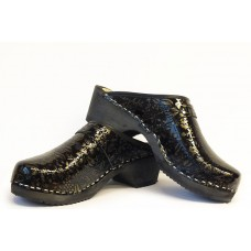 Embossed women clogs